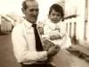 Sr. Pancho con su primera nieta, Rosa María.